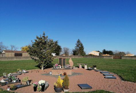 Jardin du souvenir au cimetière de Mervent en Vendée