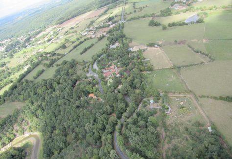 Vue aérienne de la route du zoo à Mervent